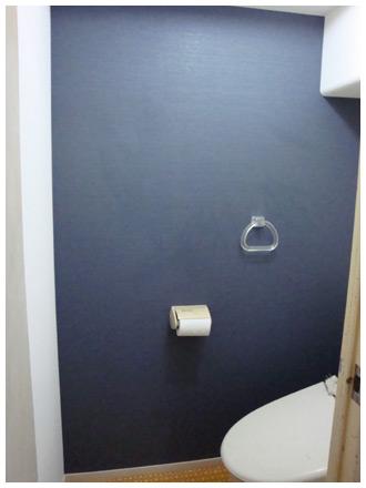 施工前 矢印 トイレの壁紙張替え後